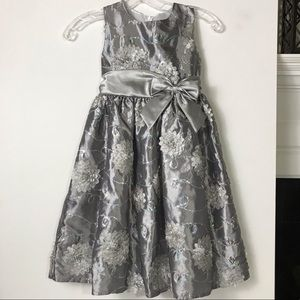 Rare Editions Silver Dress 3D Flowers SZ 6X